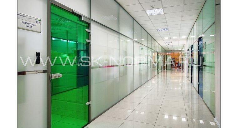 Офисные двери распашные AL коробка + стеклянное полотно