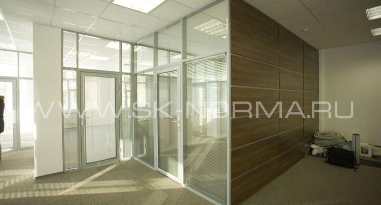 Офисные двери распашные AL коробка + стекло в AL рамке
