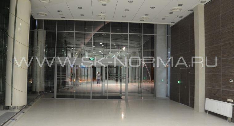 Офисные двери - электромеханические - стеклянное полотно в AL рамке